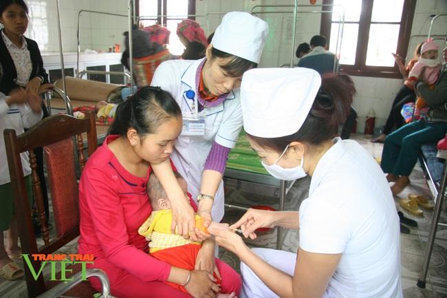 TTYT Than Uyên: Nhiều giải pháp nâng cao chất lượng khám chữa bệnh - Ảnh 3.