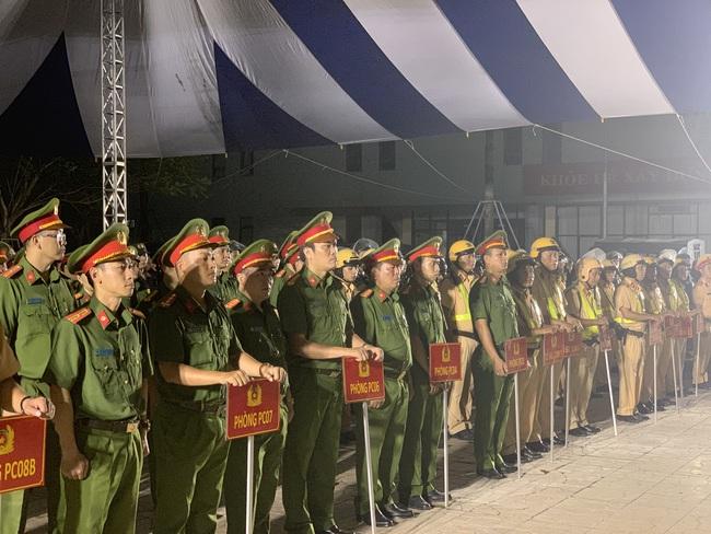 Giám đốc Công an TPHCM phát động xuất quân tấn công trấn áp tội phạm cho Đại hội Đảng - Ảnh 2.