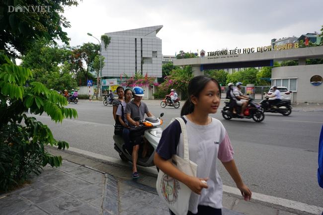 Thi vào lớp 10 tại Hà Nội: Con tự tin nhưng bố mẹ lo lắng - Ảnh 1.