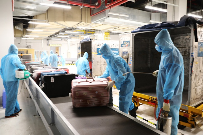 Sân bay Vân Đồn đón 341 công dân Việt Nam trở về từ vùng dịch lớn nhất thế giới  - Ảnh 2.