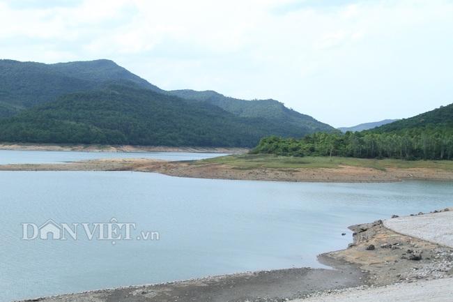 """Mưa ít, hồ nước ngọt khủng nhất Quảng Ninh """"khát"""" nước - Ảnh 2."""