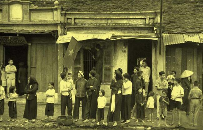 Chùm ảnh cực giá trị Hà Nội những ngày đầu giải phóng - Ảnh 5.