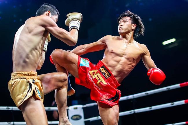 """Nguyễn Trần Duy Nhất đá """"gãy chân"""" võ sĩ Trung Quốc - Ảnh 1."""