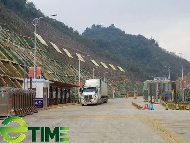 Từ 20/7, phương tiện vận tải TQ nhập cảnh qua Hữu Nghị phải mua bảo hiểm - Ảnh 1.