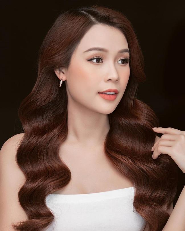 """Hoa hậu Khánh Vân khiến """"ai đó"""" ngẩn ngơ, Trần Tiểu Vy khiến chàng trai """"say nắng"""" - Ảnh 9."""