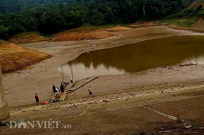 Lạng Sơn: Nắng nóng kéo dài, ruộng lúa nứt toác, ao chứa dần cạn khô - Ảnh 2.