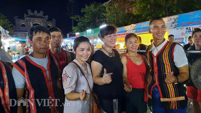 Lễ hội Ẩm thực Quảng Ninh thu hút hàng nghìn khách ngay ngày khai mạc  - Ảnh 10.