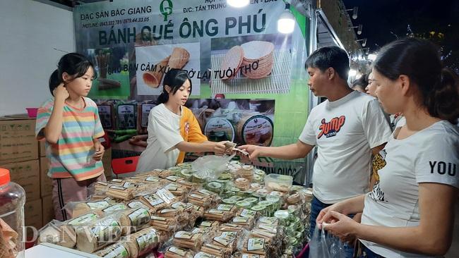 Lễ hội Ẩm thực Quảng Ninh thu hút hàng nghìn khách ngay ngày khai mạc  - Ảnh 8.
