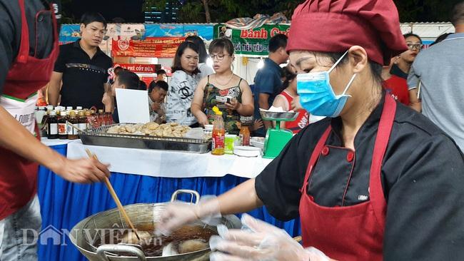Lễ hội Ẩm thực Quảng Ninh thu hút hàng nghìn khách ngay ngày khai mạc  - Ảnh 6.