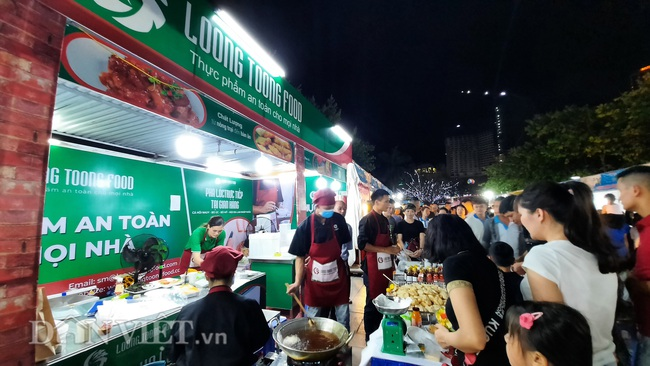 Lễ hội Ẩm thực Quảng Ninh thu hút hàng nghìn khách ngay ngày khai mạc  - Ảnh 1.