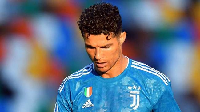 Ronaldo thất vọng ra mặt sau trận thua Udinese