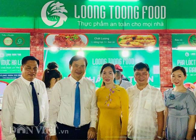Liên hoan ẩm thực Quảng Ninh thu hút hàng nghìn khách tối khai mạc  - Ảnh 2.