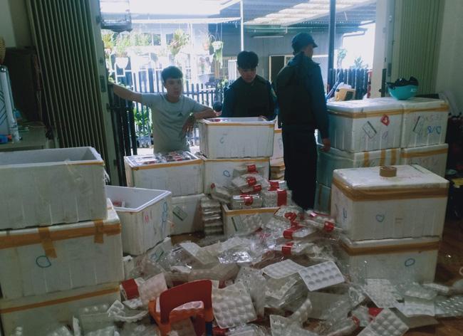 """Lâm Đồng: Lại kịp thời phát hiện 370kg dâu tây Trung Quốc chuẩn bị """"tuồn"""" ra chợ Đà Lạt - Ảnh 1."""