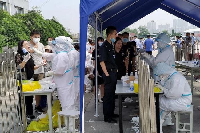 Cụm dịch Covid-19 mới xuất hiện, Trung Quốc rốt ráo xét nghiệm 6 triệu dân - Ảnh 1.