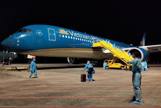 Sân bay Vân Đồn đón 276 công dân Việt Nam trở về từ vùng dịch lớn nhất thế giới  - Ảnh 1.