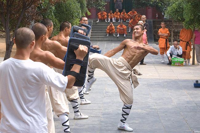 1 ngày khổ luyện của võ sư Thiếu Lâm diễn ra như thế nào? - Ảnh 1.