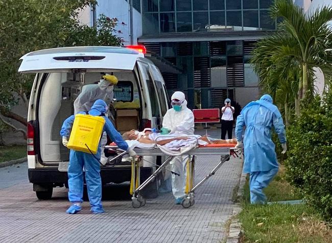 Chuyển thêm 8 bệnh nhân Covid-19 nặng ở Đà Nẵng  ra Huế điều trị  - Ảnh 1.