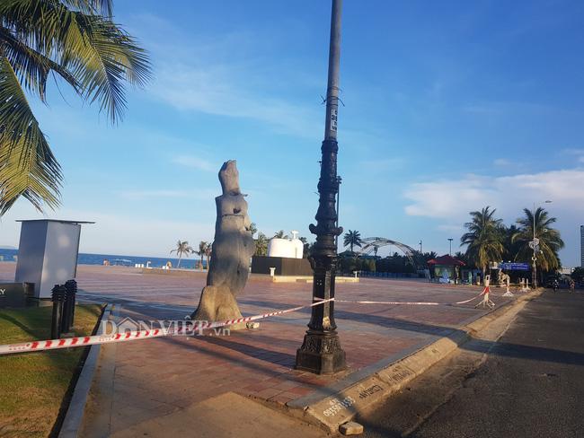 Biển Đà Nẵng không một bóng người - Ảnh 1.