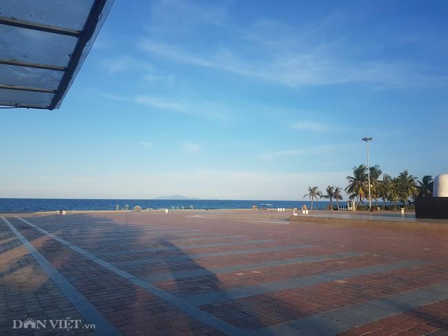 Biển Đà Nẵng không một bóng người - Ảnh 2.