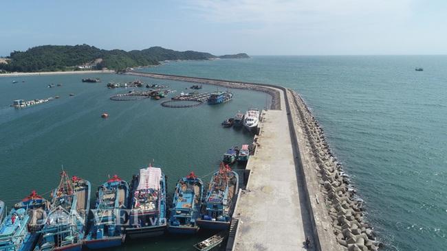 Quảng Ninh: Xử lý hình sự tàu cá vi phạm vùng biển nước ngoài, khai thác bất hợp pháp - Ảnh 1.