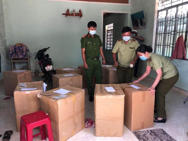 Đà Nẵng: Tiếp tục phát hiện 24.000 khẩu trang y tế không rõ nguồn gốc - Ảnh 1.