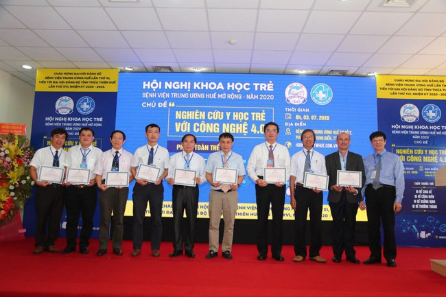 Hơn 500 đại biểu dự Hội nghị khoa học trẻ Bệnh viện T.Ư Huế mở rộng - Ảnh 1.