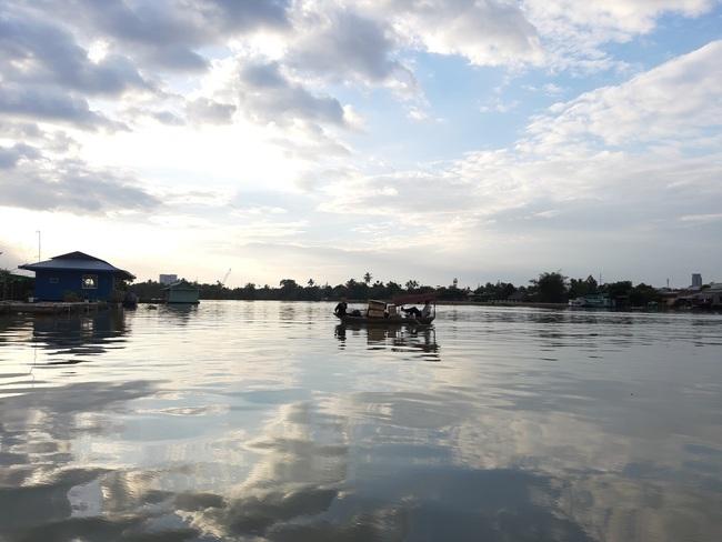 Đồng Nai: Truy tìm nguyên nhân cả chục tấn cá bè chết trên sông Cái - Ảnh 3.