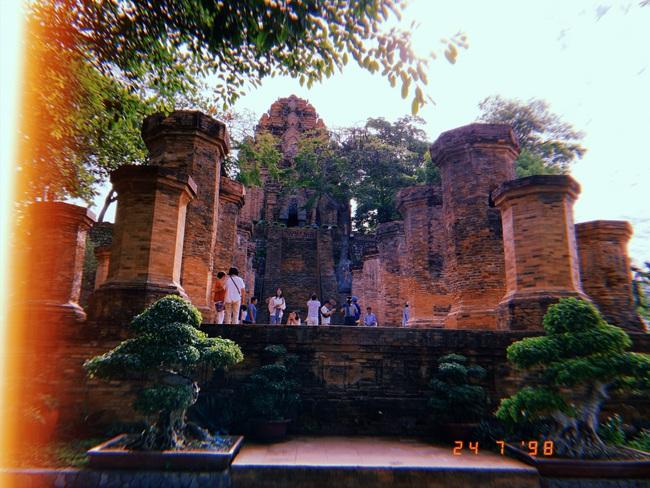 Vẻ đẹp cổ kính của tháp Bà Ponagar: Tín ngưỡng của người Chăm Pa - Ảnh 1.