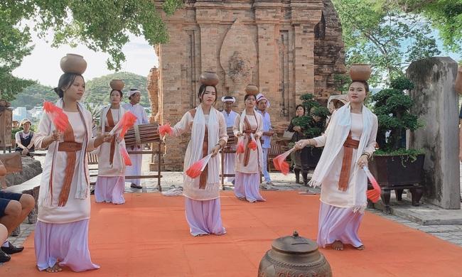 Vẻ đẹp cổ kính của tháp Bà Ponagar: Tín ngưỡng của người Chăm Pa - Ảnh 7.