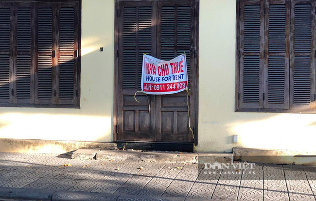 Hội An giãn cách xã hội: Hàng loạt cửa hàng đóng cửa và treo biển sang nhượng, cho thuê - Ảnh 2.