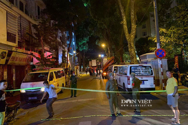 Một vụ sập giàn giáo vừa xảy ra tại 18 Nguyễn Công Trứ, phường Phạm Đình Hổ, Hai Bà Trưng,  Hà Nội. - Ảnh 2.
