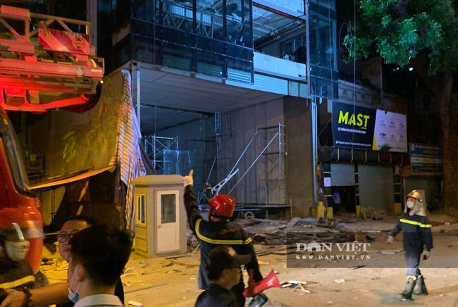 Một vụ sập giàn giáo vừa xảy ra tại 18 Nguyễn Công Trứ, phường Phạm Đình Hổ, Hai Bà Trưng,  Hà Nội. - Ảnh 4.