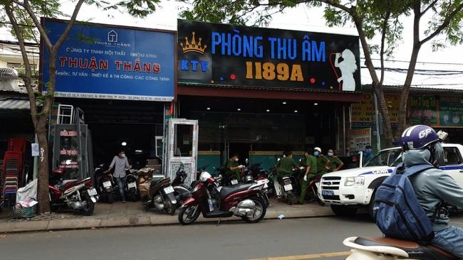 Hai người Trung Quốc nhập cảnh trái phép có biểu hiện sốt ở TPHCM được đưa đi cách ly - Ảnh 2.