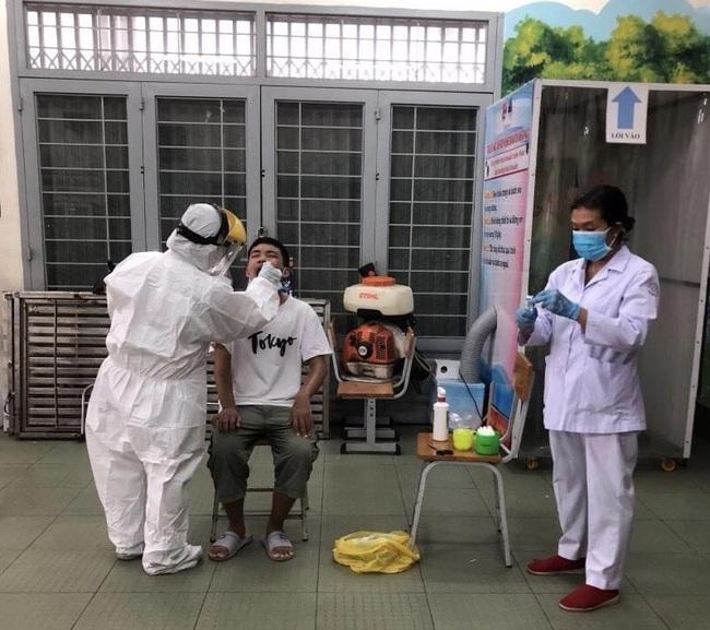 TP.HCM: Lấy mẫu xét nghiệm hơn 14.000 người từ Đà Nẵng trở về  - Ảnh 1.