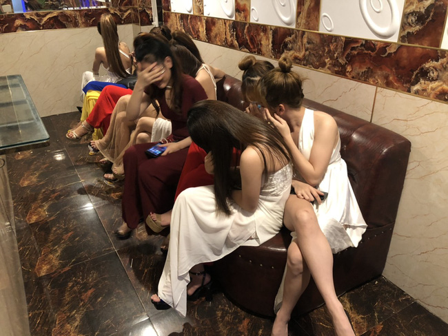 Đột kích vào quán karaoke ở Sài Gòn phát hiện gần 90 dân chơi dương tính với chất ma tuý - Ảnh 4.