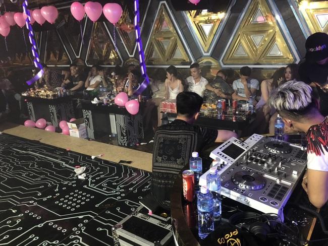 Đột kích vào quán karaoke ở Sài Gòn phát hiện gần 90 dân chơi dương tính với chất ma tuý - Ảnh 3.