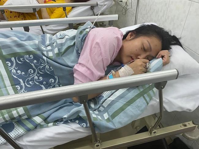 Lộ ảnh Phi Thanh Vân phờ phạc trên giường bệnh vì kiệt sức, dân mạng hoang mang - Ảnh 2.