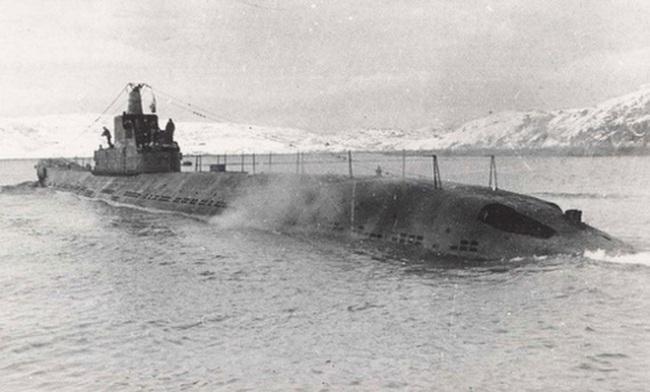 Kinh ngạc siêu tàu ngầm chở xe tăng của Liên Xô sau Thế chiến II - Ảnh 2.