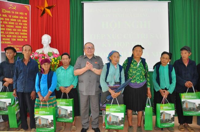 Chủ tịch Hội ND Việt Năm thăm trại bò vàng trăm triệu ở huyện nhiều đá nhất Việt Nam - Ảnh 5.
