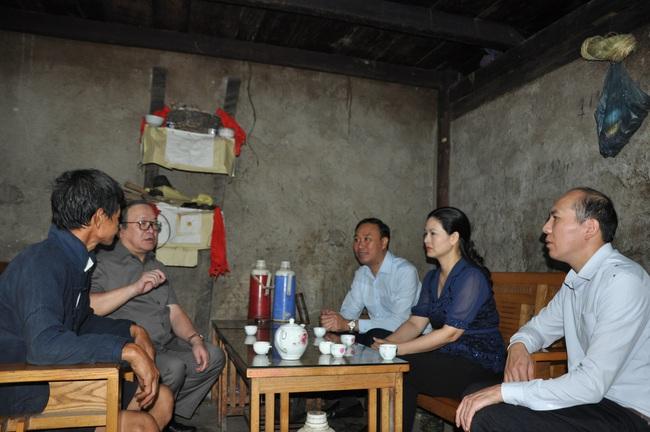 Chủ tịch Hội ND Việt Năm thăm trại bò vàng trăm triệu ở huyện nhiều đá nhất Việt Nam - Ảnh 6.