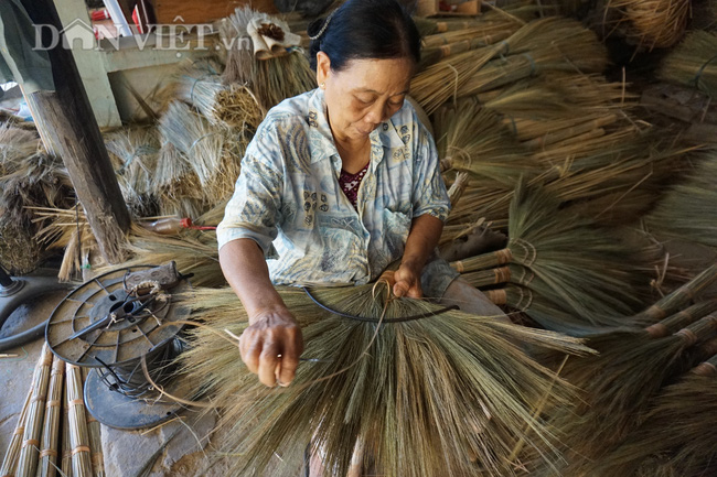 """Quảng Nam: """"Hoa chổi đót"""" gần 30 năm gắn bó với nghề và giúp hàng chục người già có thu nhập ổn định - Ảnh 5."""