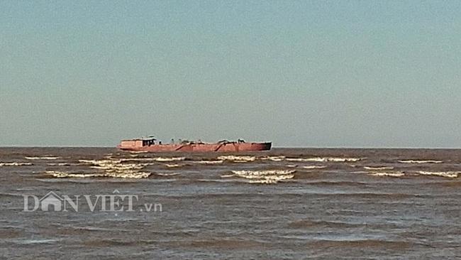 Nam Định: Hàng chục tàu hút cát uy hiếp Cồn Mờ - Ảnh 1.