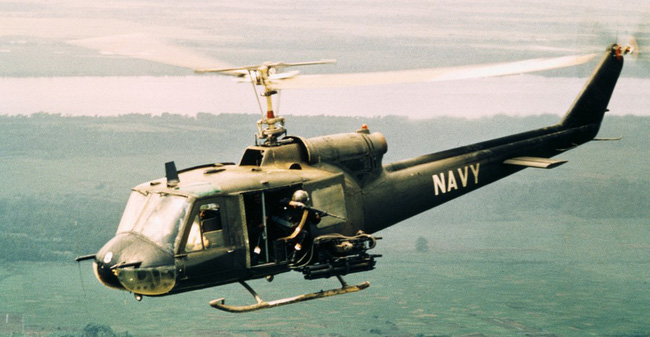 Vì sao trực thăng Mỹ lại mong manh, yếu ớt ở chiến trường Việt Nam? - Ảnh 1.