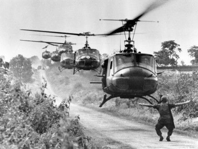 Vì sao trực thăng Mỹ lại mong manh, yếu ớt ở chiến trường Việt Nam? - Ảnh 2.
