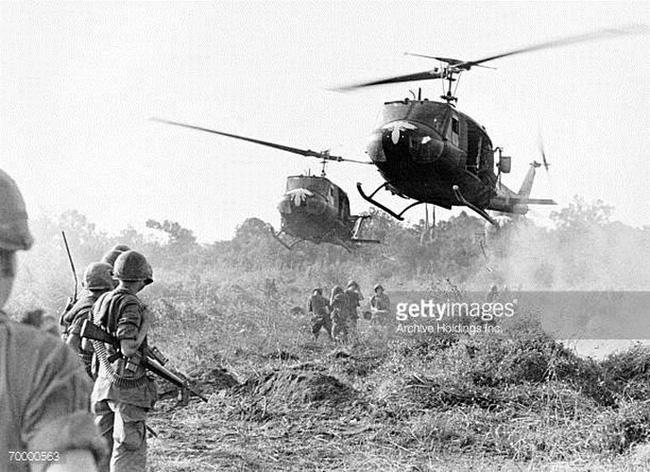 Vì sao trực thăng Mỹ lại mong manh, yếu ớt ở chiến trường Việt Nam? - Ảnh 3.