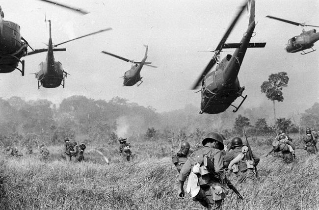 Vì sao trực thăng Mỹ lại mong manh, yếu ớt ở chiến trường Việt Nam? - Ảnh 12.