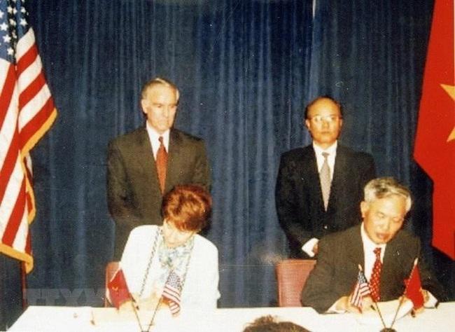 Những hình ảnh lịch sử 25 năm quan hệ Việt – Mỹ - Ảnh 5.
