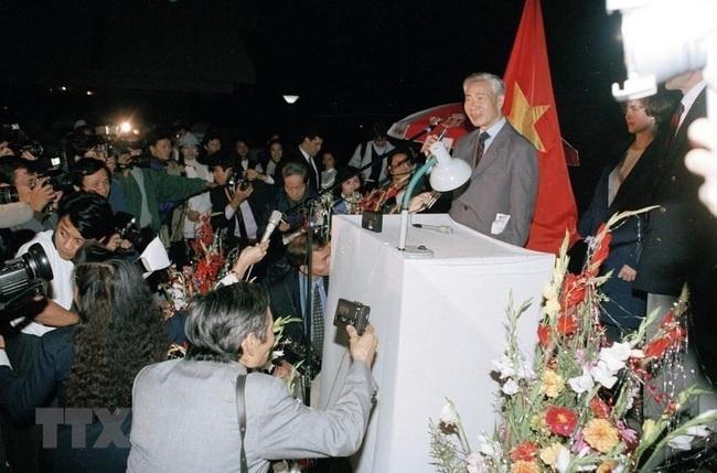 Những hình ảnh lịch sử 25 năm quan hệ Việt – Mỹ - Ảnh 1.