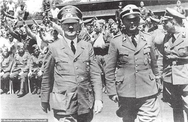 """Ngoài người Do Thái, Hitler muốn """"đuổi cùng giết tận"""" nhóm người nào? - Ảnh 2."""