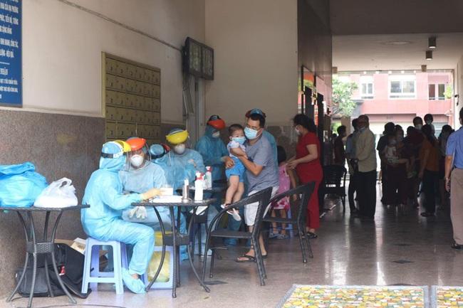 Cận cảnh chung cư Thái An 2 đang bị phong tỏa - Ảnh 4.
